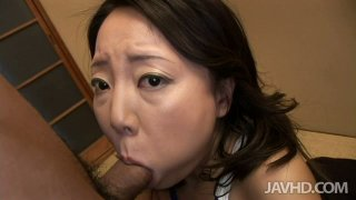 Mature Japanese babe likes sucking lollicock