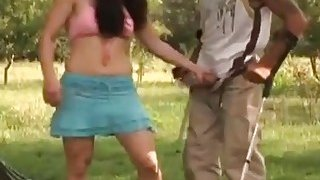 Amputee fills pussy of dark haired babe outdoors