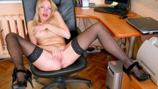 Russian mom finger and toy banging